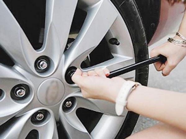 Thay lốp sơ cua xe ô tô